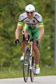 Michael Albasini in der vergangenen Saison an der Tour de Romandie (oben) und 2003 als Neoprofi an der Deutschland-Tour. (Bilder: Jean-Christophe Bott/KEY, Villars, 27. April 2018, und Imago, 8. Juni 2003)