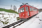 Die Bahnlinien Rheineck-Walzenhausen (Bild), Altstätten-Gais und Rorschach-Heiden stehen vor einer ungewissen Zukunft. (Bild: Urs Bucher)