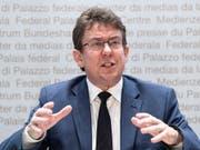 SVP-Präsident Albert Rösti erläutert die Positionen der Partei zu Landwirtschaft und Siedlungsentwicklung. (Bild: KEYSTONE/PETER SCHNEIDER)