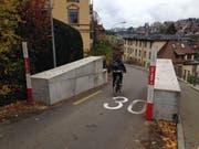 Die rätselhaften Betonblöcke an der Berneggstrasse. (Bild: Reto Voneschen, 13. November 2018)