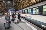 Der Zugsverkehr war am Dienstagabend kurzfristig beeinträchtigt, weil ein Mann auf die Gleise flüchtete. (Archivbild: Urs Bucher)