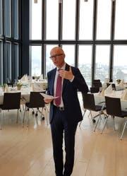 Stadtpräsident Thomas Scheitlin bei seiner Begrüssung im zwölften Stock des Rathauses. (Bild: David Gadze)