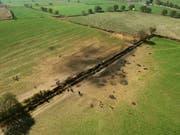 Luftaufnahme von der explodierten Benzinleitung in Mexiko: Über 90 Menschen wurden durch Flammen tödlich verletzt, als sie Benzin aus der lecken Pipeline abzapfen wollten. (Bild: KEYSTONE/EPA EFE/MLA)