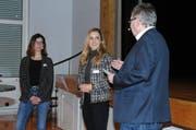 Gemeinderatskandidatinnen Kathrin Dörig und Muriel Frei stellen sich den Fragen von Moderator Richard Fischbacher. (Bild: Astrid Zysset)