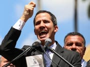 Der Venezulanische Parlamentspräsident Juan Guaidó hat sich am Mittwoch vor Anhängern zum Staatschef des Landes erklärt. (Bild: KEYSTONE/EPA EFE/CRISTIAN HERNANDEZ)