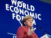 Die deutsche Bundeskanzlerin Angela Merkel spricht am Mittwoch am WEF in Davos. (Bild: Keystone/GIAN EHRENZELLER)