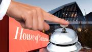 Ein Hotelzimmer in Davos kostet derzeit zwischen 2500 und 9000 Franken – allerdings kommt es darauf an, wer fragt. (Bilder: Keystone/Pixabay.com; Montage: edi)