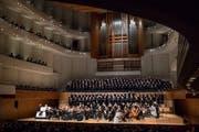 Grosse Besetzung im KKL: «The Music Makers» mit drei Chören und der Camerata Musica Luzern. (Bild: Nadia Schärli (Luzern, 20. Januar 2019))