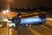 Am Auto entstand Totalschaden. (Bild: Kapo SG)