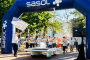 Die Freude war gross: Die Solar Energy Racers bei der Zieleinfahrt an der Solar Challenge in Südafrika. (Bild: PD)