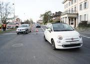 Die Fahrzeuglenkenden wurden nach der Kollision zur Kontrolle ins Spital eingeliefert. (Bild: Zuger Polizei)