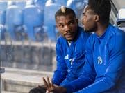 Geoffroy Serey Dié (links) mit Dimitri Oberlin auf der Basler Ersatzbank (Bild: KEYSTONE/ALESSANDRO DELLA VALLE)