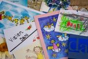 Dankeskarten erreichen den Verein «Ostschweizer helfen Ostschweizern». (Bild: Benjamin Manser)