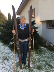 Lisbeth Schlauri-Trunz besitzt noch ein Paar Skier, die ihr Vater hergestellt hatte. Sie sind aus Hyckori-Holz. (Bild: Zita Meienhofer)