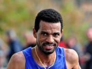 Tadesse Abraham verpasste seinen eigenen Schweizer Rekord beim Marathon von Dubai, blieb aber unter 2:10 Stunden (Bild: KEYSTONE/MARCEL GILLIERON)