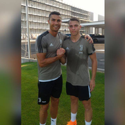 Cendrim Kameraj (rechts) zusammen mit Juve-Superstar Cristiano Ronaldo im letzten Sommer nach einem gemeinsamen Training in Turin. (Bild: PD)