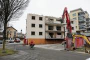 Das Haus an der Goldermattenstrasse 25 wird derzeit abgerissen. (Bild: Stefan Kaiser (Steinhausen, 24. Januar 2019))