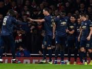 Alexis Sanchez (Mitte) feiert mit seinen Gefährten Manchester Uniteds 1:0 (Bild: KEYSTONE/EPA/WILL OLIVER)