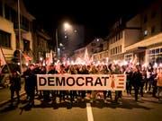 November 2018 in Moutier: Separatisten protestieren gegen den Entscheid, den Urnengang von Juni 2017 zum Kantonswechsel Moutiers für ungültig zu erklären. (Bild: KEYSTONE/JEAN-CHRISTOPHE BOTT)