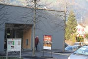 Die Urner Kantonalbank in Erstfeld hat zurzeit noch regen Kundenkontakt. (Paul Gwerder, Erstfeld, 28. Dezember 2018)