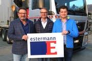 Von links nach rechts: Der ehemalige Chef Hans Winiker, Verwaltungsratspräsident Jost Estermann und der neue Chef Peter Moos. (Bild: PD)