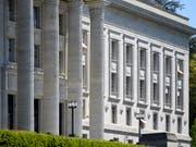 Die Vorschläge des Bundesrates für die Entlastung des Bundesgerichts sind bei der Rechtskommission des Nationalrates umstritten. (Bild: KEYSTONE/LAURENT GILLIERON)