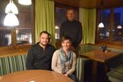 Der Vorstand des Jugendfördervereins Degersheim: Werner und Cornelia Rudolf (vorne) und Stefan Eller (krankheitshalber abwesend ist Cornel Bürkler). (Bild: Tobias Söldi)