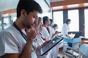 Auch im Gesundheitswesen hält die Digitalisierung Einzug – und stösst auf Skepsis. (Bild: Alessandro Crinari/Ti-Press)
