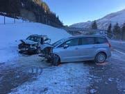 Eine 20-jährige Lenkerin und ein 61-jähriger Lenker verletzten sich beim frontalen Zusammenstoss auf der A13. (Bild: Kapo GR)