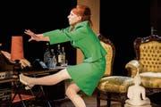 «Ich kann nichts sehen!» Julka Duda als Carol in Peter Shaffers «Komödie im Dunkeln» am Theater Kanton Zürich. (Bild: Kerstin Schomburg)