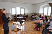 Umweltaktivistin Gabriele Kull referiert am Workshop Zero Waste und Plastik an der Volkshochschule in Wil. Teilnehmer von Matzingen, Wil und Appenzell bis Altstätten nehmen daran teil. (Bild: Christoph Heer)