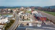 Gewerbegebiet mit Sicht auf den See. Im Vordergrund die Firmen Lengwiler (links) und Fürer. (Bild: Michel Canonica (23.Januar 2019))