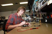 Elektroniker-Lehrling Joel von Rotz konnte drei Wochen in die chinesische Arbeitswelt hineinschauen. (Bild: Daniel Schwab/apimedia)