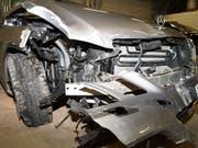 Zwei Kollisionen mit erheblichem Schaden und Fahrerflucht - der mutmassliche Übeltäter konnte später in Cham gefasst werden.
