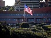 Die USA und Venezuela haben vorerst eine Lösung für die amerikanischen Diplomaten in der US-Botschaft in Caracas gefunden. (Bild: KEYSTONE/EPA EFE/MIGUEL GUTIERREZ)
