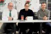 Traten vor die Medien (von links): Vizepräsident Peter Wittwer, Interimspräsident Roger Dietschweiler und Beisitzer Daniel Knecht. (Bild: Tim Frei)