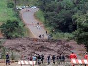 Die Gefahr ist noch nicht gebannt: Nach der verheerenden Schlammlawine in Brasilien droht ein weiterer Dammbruch. (Bild: KEYSTONE/AP/ANDRE PENNER)