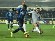 Duvan Zapata (links) trifft zum 3:3 für Atalanta Bergamo gegen die AS Roma (Bild: KEYSTONE/EPA ANSA/PAOLO MAGNI)