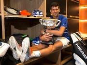 Novak Djokovic hatte gut lachen: Am Australian Open in Melbourne holte er seinen 15. Grand-Slam-Titel (Bild: KEYSTONE/AP/FIONA HAMILTON)