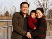Der chinesische Menschenrechtsanwalt Wang Quanzhang (links) ist in China am Montag zu einer mehrjährigen Haftstrafe verurteilt worden. (Bild: KEYSTONE/AP Li Wenzu/WANG QUANXIU)