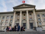 Das Bundesgericht hat den Kanton Luzern bei den Prämienverbilligungen in die Schranke gewiesen. Die SP will den Erfolg in anderen Kantonen wiederholen. (Archvbild) (Bild: KEYSTONE/JEAN-CHRISTOPHE BOTT)