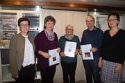 Die drei Ehrenmitglieder Ursula Fischer, Angelina Hofstetter und Peter Schmid, flankiert von den Vorstandsmitgliedern Petra Kempf (links) und Martina Gisler (rechts). (Bild: PD (Erstfeld, 25. Januar 2019))