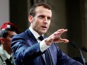 Frankreichs Präsident Emmanuel Macron hat sich auf bei einem Ägypten-Besuch zu Italien geäussert. (Bild: KEYSTONE/AP Pool EPA/GUILLAUME HORCAJUELO)