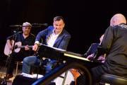 Der improvisierte Ersatz entpuppt sich als eigentlicher Höhepunkt: Philipp Fankhauser und Band zelebrieren den Blues. (Bilder: Christine Gregorin)