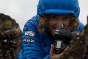 Cordula Schnyder mit ihrer Kamera, einer Nikon D850, auf einer ihrer Foto-Reisen in den winterlichen Norden.Bilder: PD