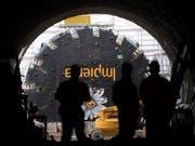 Der Baukonzern Implenia soll mit Partnern den Flughafen le Bourget an das Pariser Metro-Netz anbinden. Zu den Bauarbeiten gehört auch ein sechs Kilometer langer Tunnel. (Bild: KEYSTONE/URS FLUEELER)