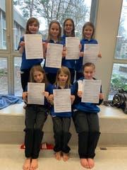 Test bestanden: Luisa Furlan, Laila Dirks, Lena Nutt (vorne von links), Luisa Beggiato, Mirjam Andenmatten, Ilea Klauser sowie Jule Marie Kirschbaum (hinten von links). (Bild: PD)