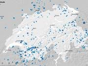In der Schweiz und im angrenzenden Ausland registrierte der Schweizerische Erdbebendienst (SED) 2018 über 900 Beben. 25 davon hatten eine Magnitude von 2,5 oder grösser. Ab dieser Stärke spürt die Bevölkerung sie in der Regel. (Bild: SED)