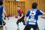 Mark Schelbert (am Ball) will es in der Nationalliga B mit Emmen nochmals wissen. Bild: Nadia Schärli (Emmen, 26. Januar 2019)
