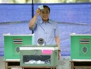 Prayut Chan-o-cha, der seit dem Militärputsch als Premierminister Thailands fungiert, will sich im März ebenfalls zur Wahl stellen. (Narong Sangnak/EPA, Bangkok, 7. August 2016)
